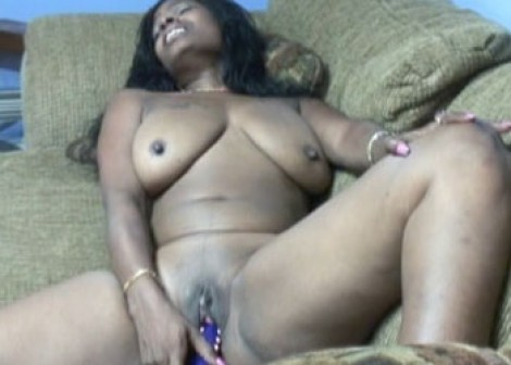 Honey fucks her hot ebony twat
